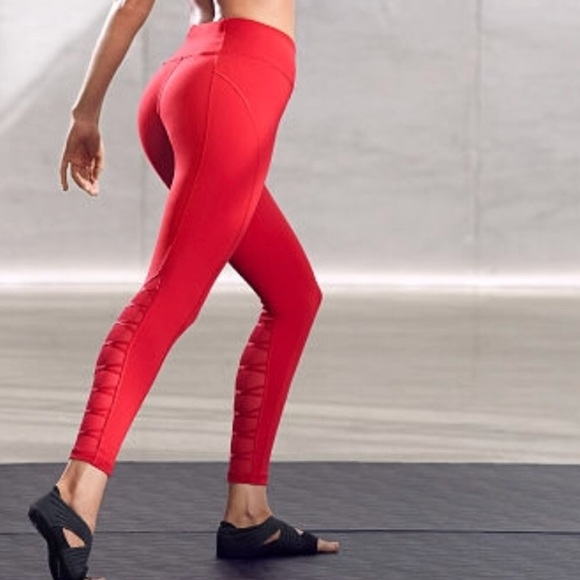 aa7c9c8a44 Knockout by Victoria's secrets workout leggings. M_5a6a39ea05f430da9d6b967b